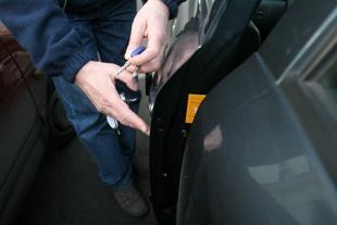Kradzież auta. Poznaj słownik złodziei samochodów