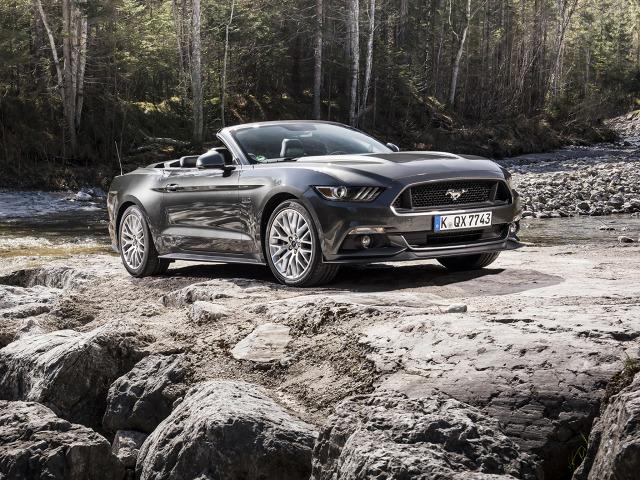 zdjęcie Ford Mustang Convertible