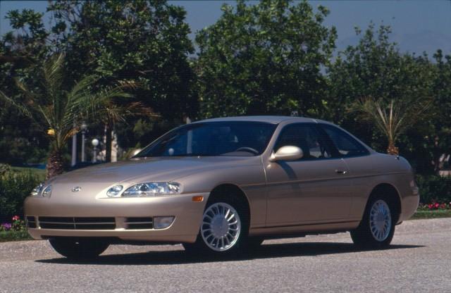 """Lexus SC 300  Był jednym z pierwszych modeli powstałej u progu lat 90., luksusowej marki Toyoty. Nazwa SC jest skrótem od słów """"Sport Coupe"""". Pierwsza generacja, zaprojektowana przez amerykańskie studio Calty Design, powstała w 1991 roku.  Fot. Lexus"""
