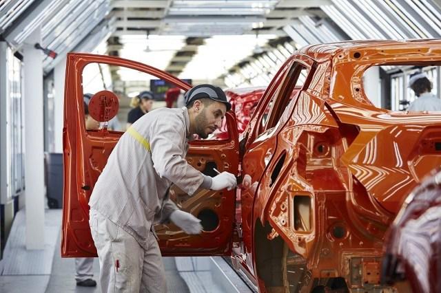 Samochód wchodzi na rynek z turbodoładowanym trzycylindrowym silnikiem benzynowym 0,9l oraz z półtoralitrowym dieslem. Obydwie jednostki rozwijają moc 90 KM. Wkrótce dołączy do nich 73‑konny wolnossący silnik benzynowy o pojemności 1 litra. Nowe jednostki napędowe, wraz z efektywnością aerodynamiczną, wyznaczają kolejny etap realizacji koncepcji inteligentnej energii Nissana.  Fot. Nissan