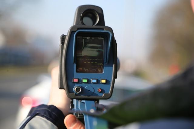 Standardowy limity prędkości odnoszące się do motocykli i samochodów o masie dopuszczalnej całkowitej do 3,5 tony na autostradzie – 140 km/h,  Fot. Tomasz Hołod