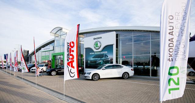 POL-MOT Auto to jedna z największych firm dealerskich w Polsce. Działa w pięciu miastach, w których prowadzi dziesięć salonów i serwisów oraz trzy zakłady blacharsko-lakiernicze. Spółka właśnie obchodziła 20-lecie działalności. Podczas okolicznościowej imprezy odsłonięto nową Skodę Superb.