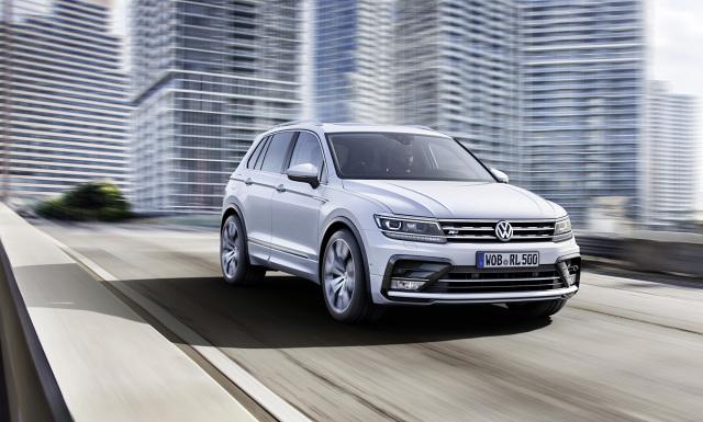 W chwili debiutu popularny SUV drugiej generacji jest oferowany z aż sześcioma jednostkami napędowymi do wyboru – 3 benzynowymi i 3 turbodieslami. Ceny nowego Tiguana zaczynają się od 97 980 zł za model z napędem na przednie koła i 125-konnym silnikiem 1.4 TSI pod maską / Fot. Volkswagen