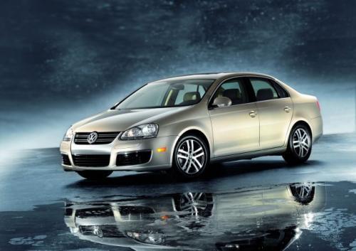Fot. VW: W przyszłym roku koncern Volkswagen wprowadzi na światowe rynki kilka nowych modeli. Na zdjęciu nowy VW Jetta przygotowany na rynek amerykański.