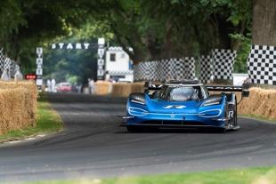 Bolid Formuły 1 czy auto elektryczne? Co jest szybsze?