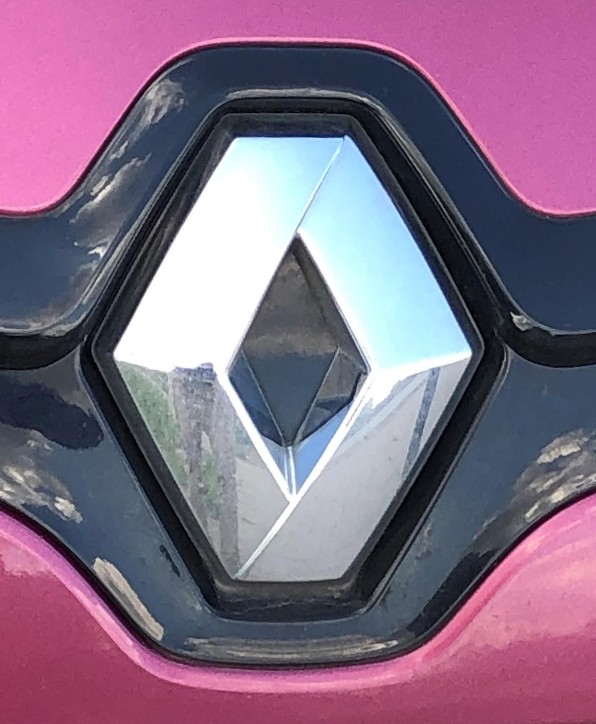Koronawirus może stać się przysłowiowym gwoździem do trumny dla francuskiej marki Renault. Rząd Francji będący udziałowcem tego koncernu wstrzymuje się bowiem z finansową pomocą.  Fot. Stanisław Rochowicz