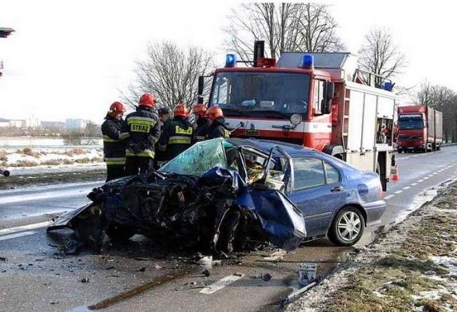 Kto częściej powoduje wypadki: młodzi kierowcy, czy starzy?