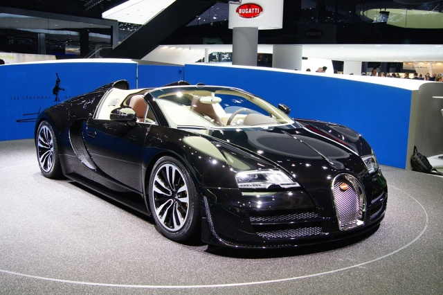 drugi wyj tkowy veyron debiutuje na iaa 2013. Black Bedroom Furniture Sets. Home Design Ideas