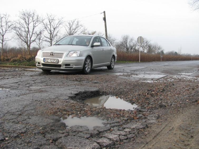 Najbardziej dziurawe drogi w Polsce - zobacz listę!