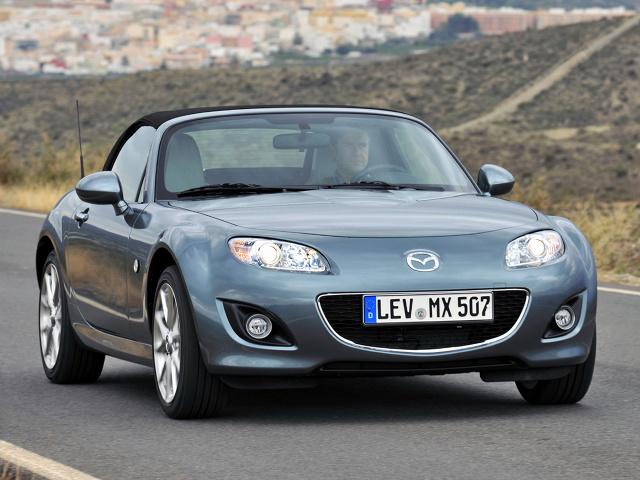 Produkowana od 1989 roku Mazda MX-5 to najpopularniejszy roadster na świecie. Trzy lata temu liczba wyprodukowanych egzemplarzy przekroczyła okrągły milion. W Motofaktach bierzemy pod lupę poprzednią generację MX-5 oznaczoną fabrycznym kodem NC i sprawdzamy, które jej wersje są warte uwagi na rynku wtórnym.   Fot. Mazda