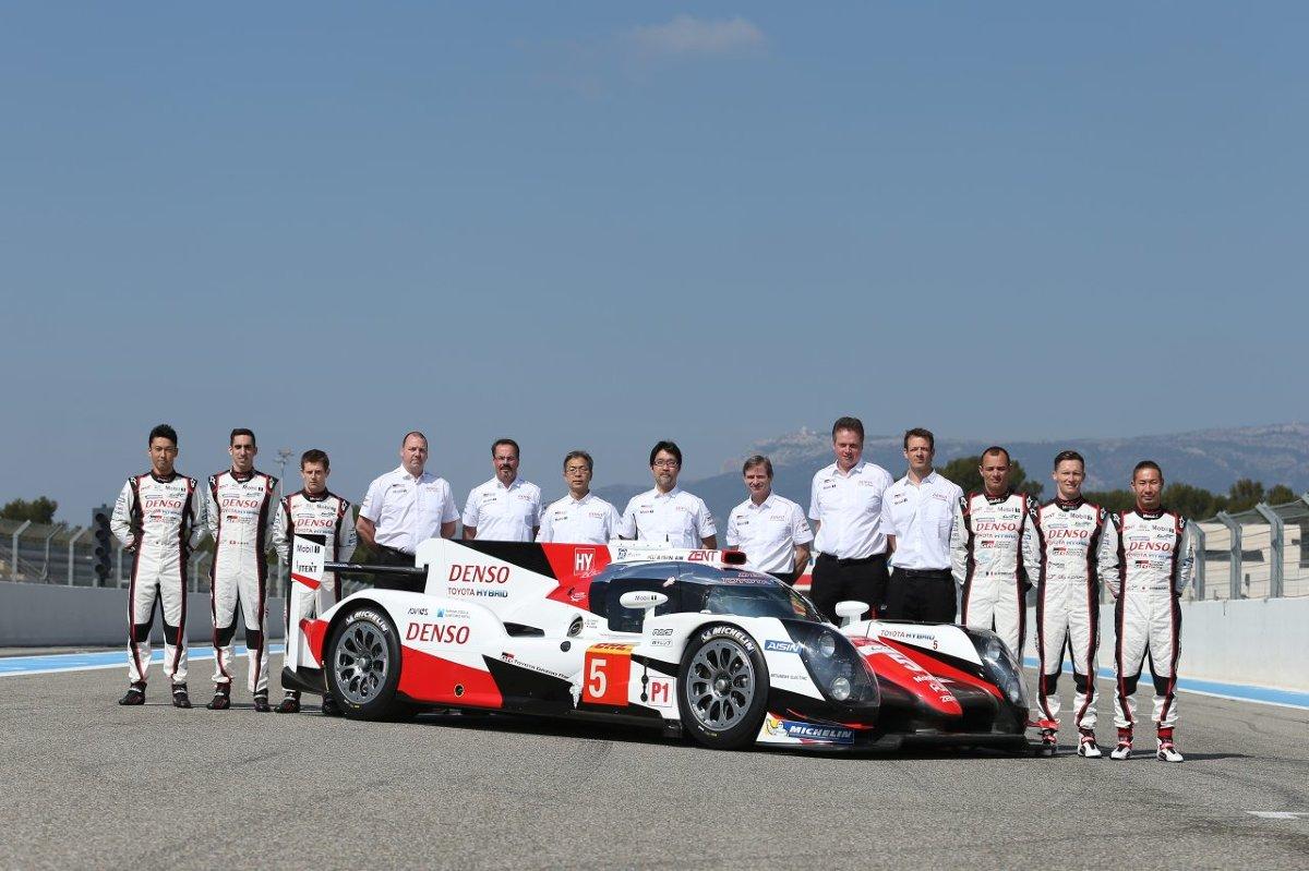 Toyota TS050 Hybrid  Już w ten weekend rozpoczynają się Mistrzostwa Świata FIA w wyścigach długodystansowych (FIA World Endurance Championship). W 6-godzinnym wyścigu w Silverstone w Wielkiej Brytanii Toyota GAZOO Racing wystawi nowy bolid, TS050 Hybrid. Będzie to już piąty sezon serii, powołanej do życia w 2012 roku. Toyota będzie walczyć o odzyskanie tytułu mistrza, który wywalczyła w 2014 roku, a w ubiegłym roku utraciła na rzecz Porsche.   Fot. Toyota