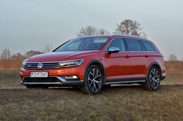 Volkswagen Passat Alltrack - test  Czy 27,5 mm robi różnicę? Konstruktorzy Volkswagena uznali, że tak i powołali do życia Passata w wersji Alltrack.   fot. Bartłomiej Pobocha