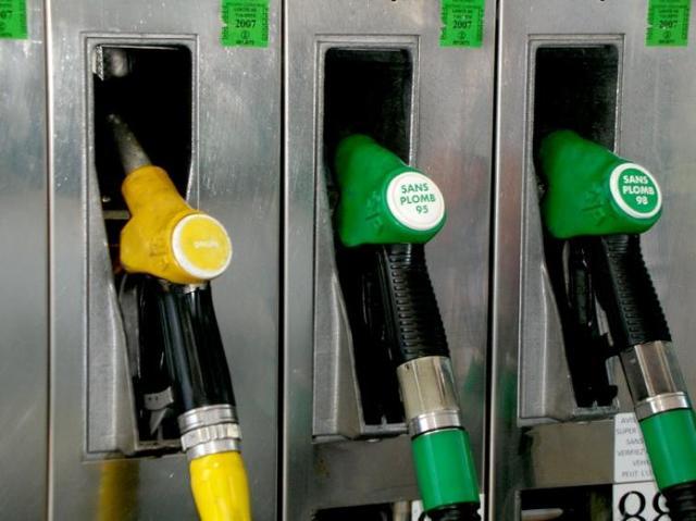 Na stacjach ceny paliwa bez zmian, w hurcie znowu podwyżki