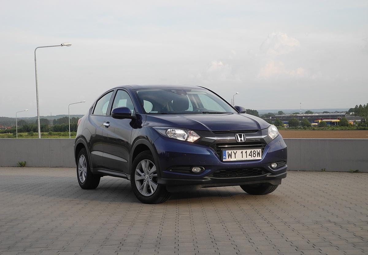 Honda HR-V  Obecnie model HR-V występuje tylko w wersji pięciodrzwiowej i z napędem tylko na przednią oś. Ale za to od swojego poprzednika jest nieco większy.  Fot. Wojciech Frelichowski