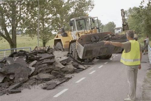Fot. Przemek Świderski: W drogownictwie drgnęło – drogi są remontowane, a autostrady budowane.