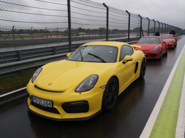 Porsche Cayman GT4 okrążyło Północną Pętlę Nürburgringu w 7 minut i 40 sekund / Fot. Michał Kij