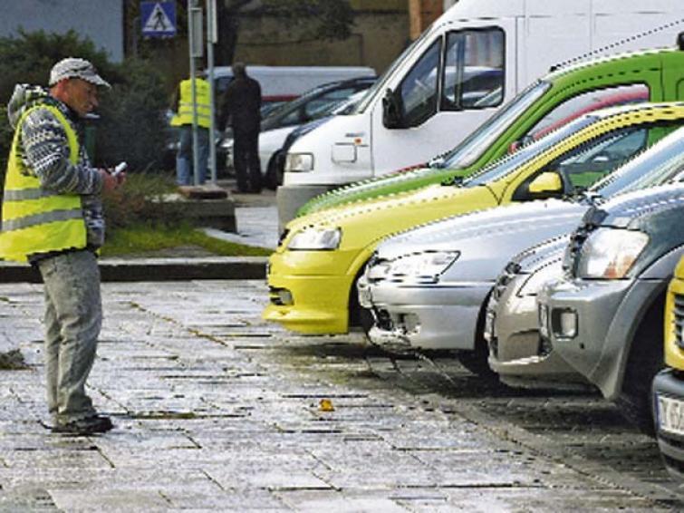 Zmiany na parkingach w Koszalinie. Parkometry zastąpią ludzi