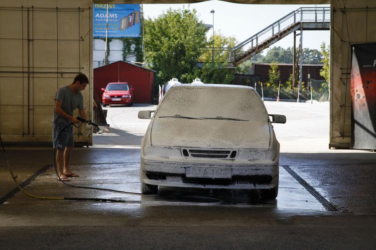 Myjnia samochodowa - ręczna czy automatyczna? Plusy i minusy   fot. Wojciech Wojtkielewicz