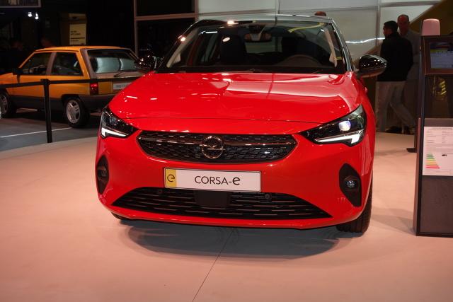 Opel we Frankfurcie   Salon samochodowy we Frankfurcie (dni prasowe: 10–11 września; dni dla publiczności: 12–22 września) to miejsce debiutu m.in. nowego Opla Corsy, hybrydowego Grandlanda X oraz nowej Astry.   Fot. Ryszard M. Perczak