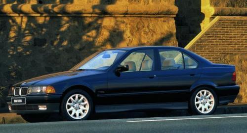 Fot. BMW: BMW serii 3 drugiej generacji (E 36) produkowano w latach 1990- 1998. Najpopularniejszą wersją nadwoziową dostępną na rynku aut używanych jest sedan.