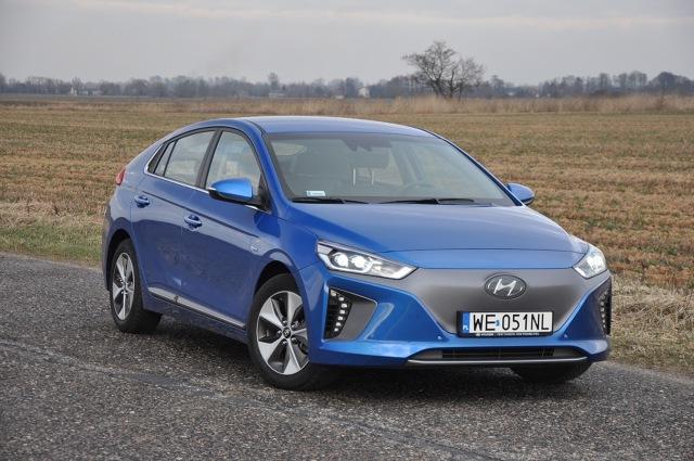 Hyundai Ioniq Electric - test  Pod nazwą Ioniq na rynku będą oferowane trzy odmiany samochodu ekologicznego. Klasyczna hybryda, plug-in i oferowana od niedawna wersja w pełni elektryczna. Czy warto dopłacić, by cieszyć się bezemisyjnym i wyjątkowo cichym samochodem?  fot. Marcin Lewandowski