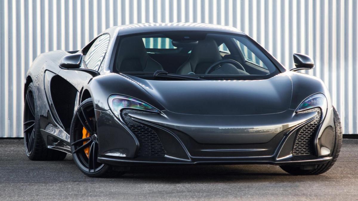 McLaren 650S  Jaki silnik pracuje pod maską? 3,8-litrowy motor V8 standardowo dostarcza 650 KM. Tuner postanowił dodać mu dodatkowych 20 KM i finalnie jednostka oferuje teraz 670 KM.   Fot. Gemballa