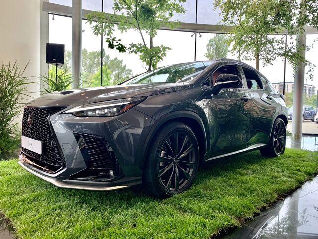 Właśnie rozpoczęły się pokazy przedpremierowe nowego Lexusa NX. Samochód będzie można zobaczyć we wszystkich 13 placówkach dilerskich Lexusa w całej Polsce. Auto zawita do Warszawy i Szczecina, a także do Krakowa, Katowic, Łodzi, Poznania, Gdańska, Wrocławia i Leszna. Fot. Lexus