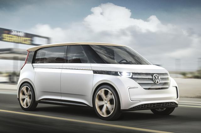 Podczas wystawy sprzętu elektronicznego CES w Las Vegas Volkswagen prezentuje  pojazd studyjny BUDD-e. Skonstruowano go w oparciu o elementy modułowej platformy do budowy pojazdów elektrycznych (MEB) / Fot. Volkswagen