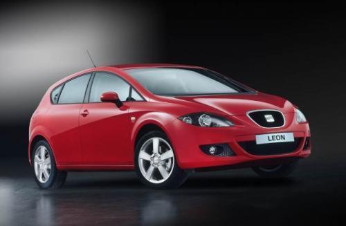 Fot. Seat: Styliści Seata zadbali, aby nowy Leon miał sportowy charakter. Dzięki odpowiedniemu wyprofilowaniu tylnych szyb i ukryciu klamek w drzwiach pojazd wygląda niemal jak coupe.