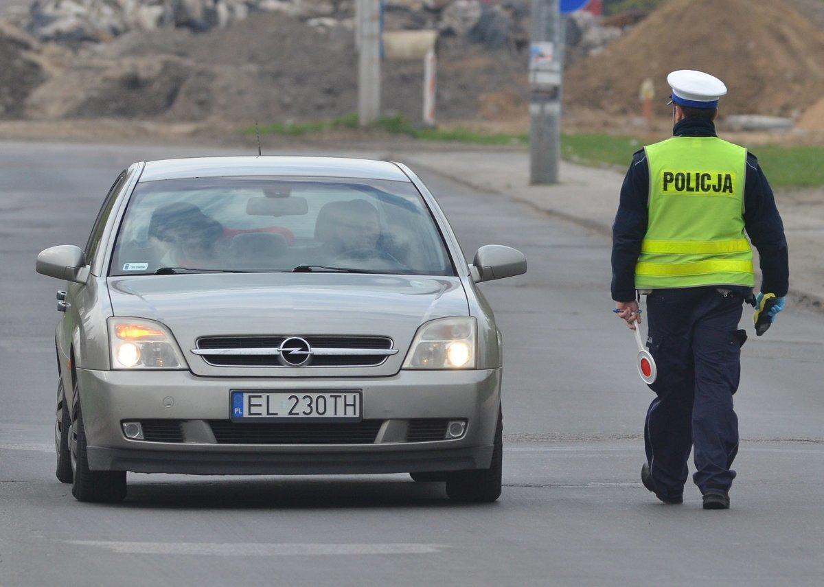 """Dziś, 28 stycznia br. w całym kraju policjanci ruchu drogowego prowadzą działania kontrolno-prewencyjne pn. """"SMOG"""". Funkcjonariusze będą zwracać uwagę również na każde zachowanie niezgodne z prawem.  Fot. Paweł Łacheta"""