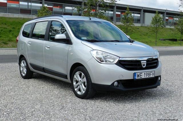Dacia Lodgy 1.2 TCe - test  Podczas Międzynarodowego Salonu Samochodowego w Genewie w 2012 roku należąca do koncernu Renault rumuńska marka Dacia zaprezentowała swój pierwszy minivan pod nazwą Lodgy. Auto ma zapewnić stosunkowo dużą przestrzeń za możliwie najniższą cenę.  fot. Robert Kulczyk / Info-Ekspert (http://www.info-ekspert.pl)