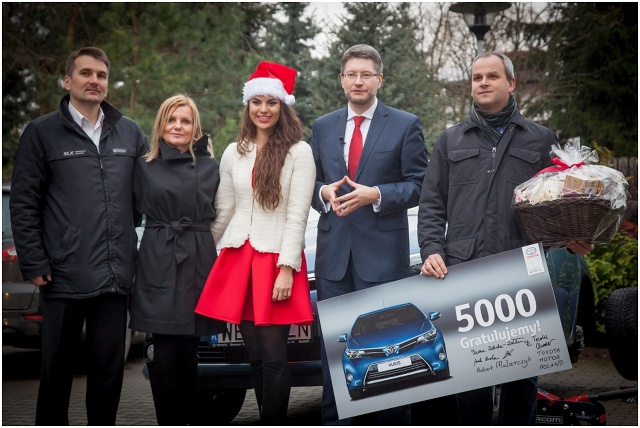 Auris Hybrid pojawił się w polskiej ofercie marki w 2010 roku. Szybko stał się najpopularniejszą wersją silnikową tego modelu. W tym roku aż 35,8% Aurisów sprzedanych w Polsce ma napęd hybrydowy / Fot. Toyota