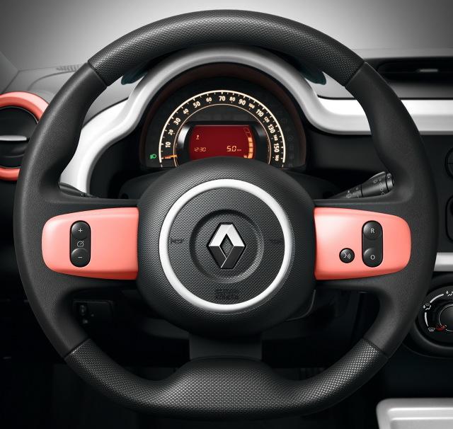 Renault Twingo Hipanema  Edycja specjalna opiera się na wersji wyposażenia ZEN. Do dyspozycji jest m.in. klimatyzacja, nawigacja oraz kamera cofania.  Fot. Renault