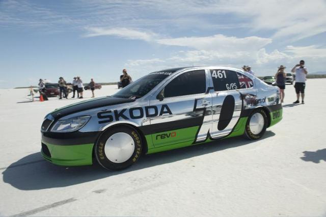 Octavia RS to najszybsza Skoda świata. Jeździ 325 km/h