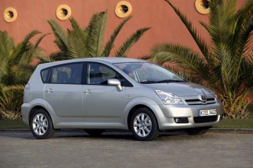 Fot. Toyota: Toyota Corolla Verso II generacji zwraca uwagę nowym wyglądem zewnętrznym. Oferowana jest w wersji 5- lub 7-osobowej.