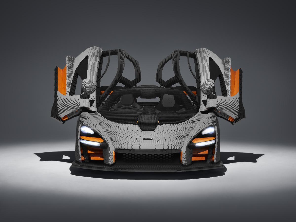 Budowały go w tajemnicy 10-osobowe zespoły specjalistów, pracujących 24 godziny na dobę, na kilka zmian. W efekcie powstał pierwszy interaktywny model w wersji McLaren Ultimate Series.  Fot. materiały prasowe