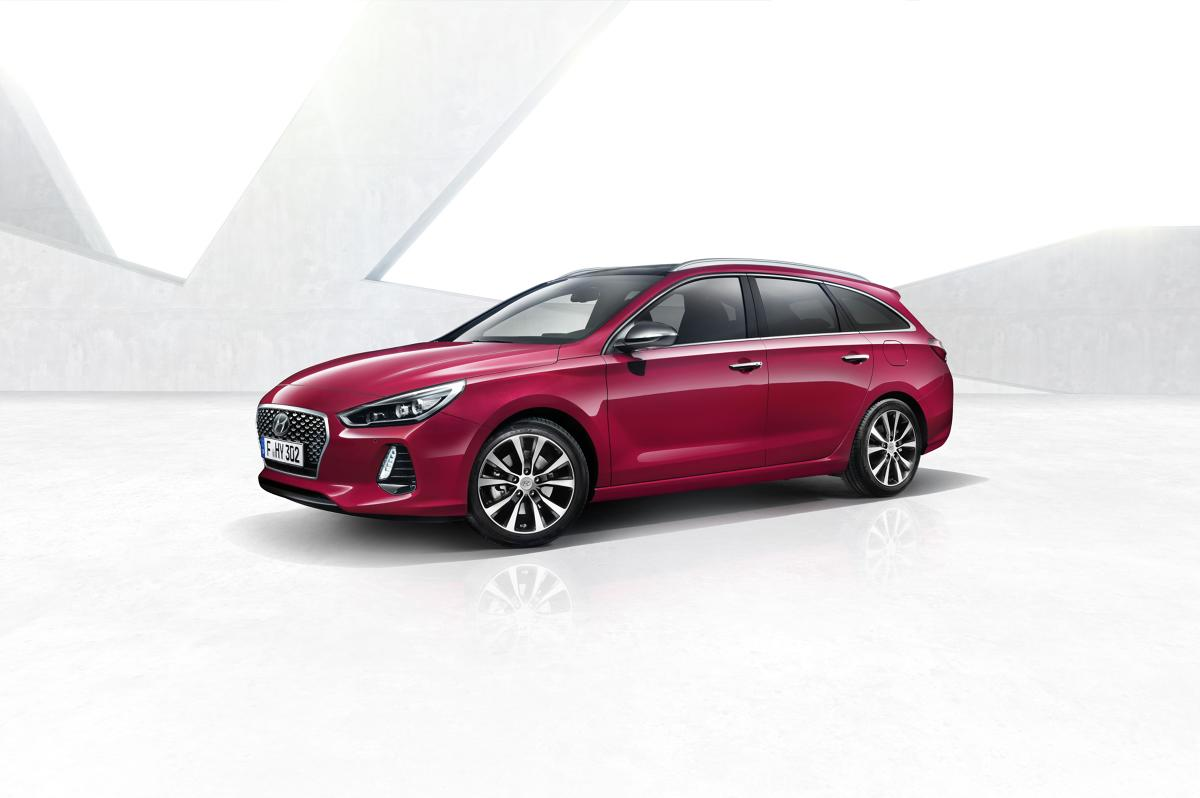 Hyundai i30 Wagon   Hyundai ogłosił ceny modelu i30 Wagon nowej generacji, którego światowa premiera miała miejsce podczas marcowych targów motoryzacyjnych w Genewie. i30 nowej generacji w wersji Wagon to drugi model z rodziny i30, po dostępnej już w salonach wersji 5-drzwiowej. Samochód trafi do polskich salonów w połowie roku.  Fot. Hyundai