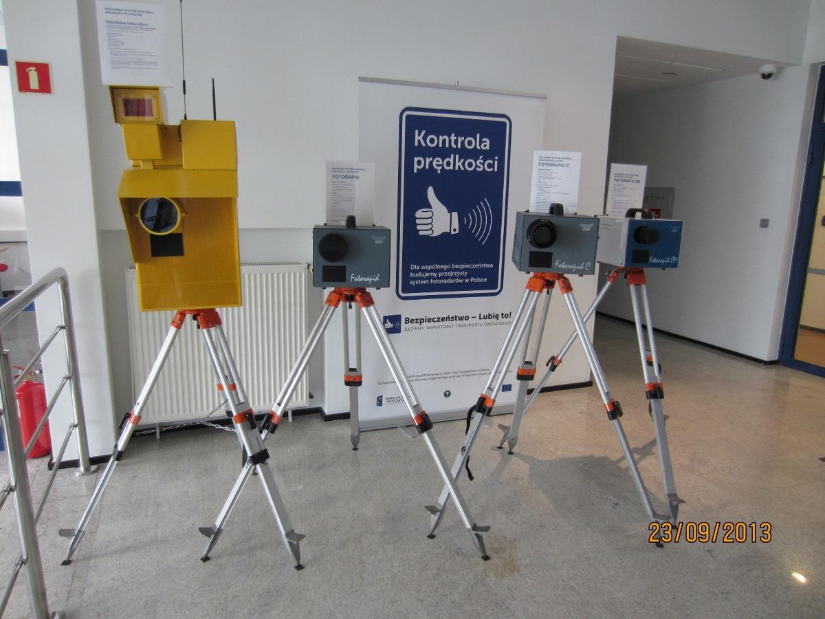5-lecie CANARD  CANARD, czyli Centrum Automatycznego Nadzoru nad Ruchem Drogowym GITD, świętuje 5-lecie działalności. W tym czasie udało się zbudować od podstaw nowoczesny system automatycznego nadzoru nad ruchem drogowym, funkcjonujący na najwyższym europejskim poziomie.   fot. CANARD / GITD