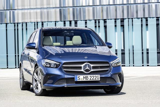Merceeds Klasy B   Samochód posiada nowy pas przedni, większy rozstaw osi oraz krótsze zwisy. Przewidziano nowe wzory aluminiowych obręczy kół w rozmiarach od 16 do 19 cali.  Fot. Mercedes-Benz