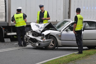 Wypadek drogowy. Ten błąd popełnia wielu kierowców
