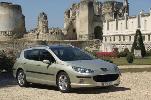 Fot. Peugeot: Peugeot 407 SW ma nowoczesną linię nadwozia. Objętość bagażnika wynosi 448 l.