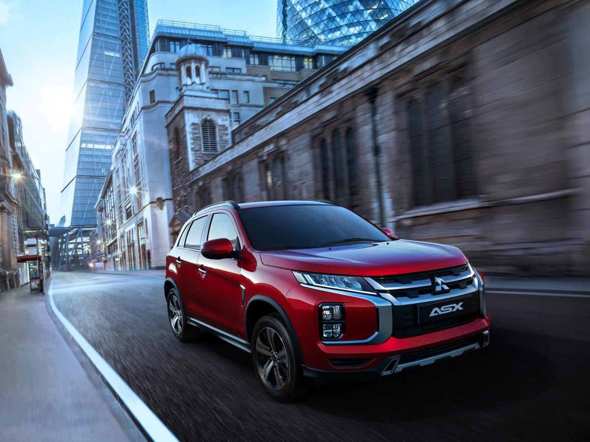 Mitsubishi ASX  Na rynkach europejskich ASX będzie oferowany z benzynowym 16-zaworowym silnikiem MIVEC 2 o pojemności 2 litrów, współpracującym z pięciobiegową manualną skrzynią biegów, lub z 6-biegową skrzynią automatyczną INVECS-III CVT z trybem sportowym. Dostępne będą wersje z napędem na oś przednią oraz na cztery koła.  Fot. Mitsubishi