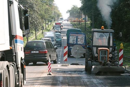 Fot. Łukasz Grochala  W Polsce trzeba natychmiast remontować 9100 km. O paraliżu komunikacyjnym nie może być mowy, bowiem na naprawy dróg nie ma pieniędzy.