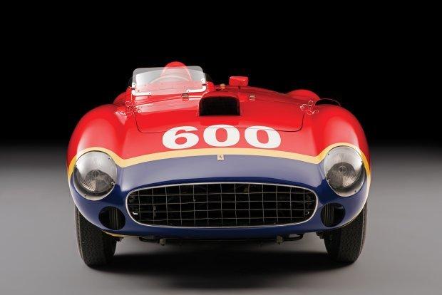 Powstały tylko 4 egzemplarze auta. Za napęd Ferrari 290 MM odpowiada widlasty silnik V12 o pojemności 3.5 litra. Jednostka dostarcza 320 KM mocy / Fot. RM Sotheby's