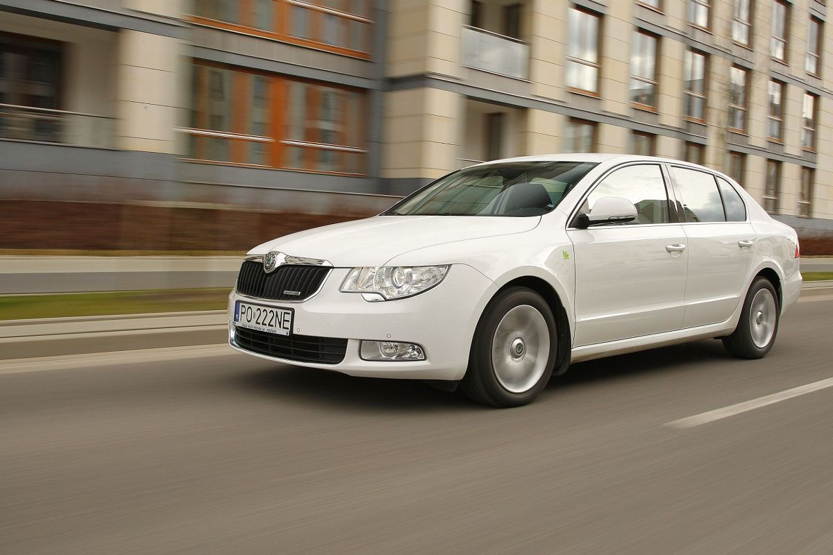skoda superb zdj cie skoda superb greenline foto. Black Bedroom Furniture Sets. Home Design Ideas