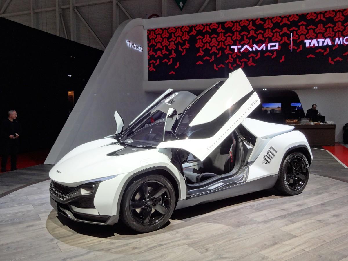 Tata Racemo   Do dyspozycji kierowców jest m.in. system nawigacji oraz łącze WI-FI. Auto zostało wyposażone także w elektrycznie sterowane szyby oraz wspomaganie kierownicy.   Fot. Tomasz Szmandra
