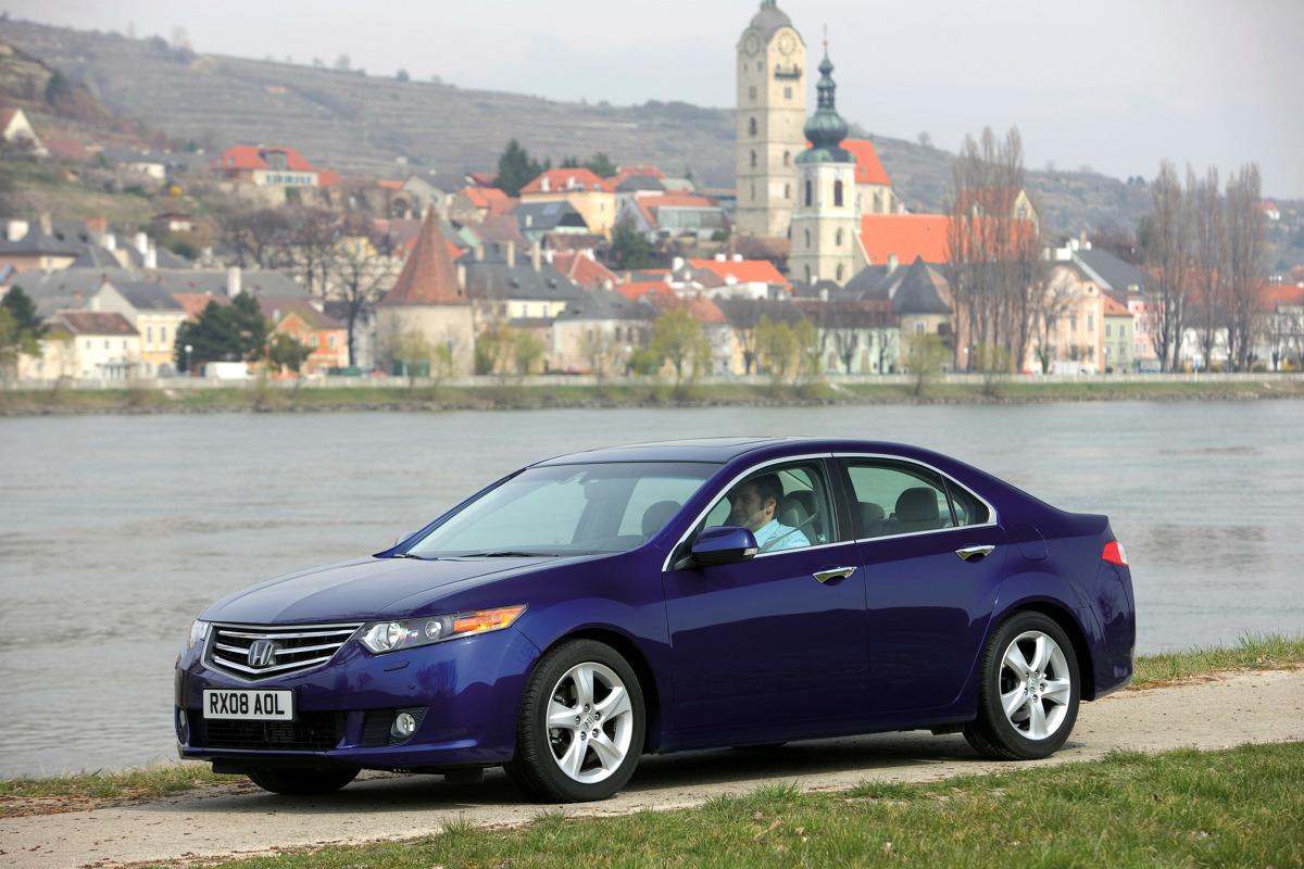 """Używana Honda Accord VIII (2008 – 2015). Zalety, wady i typowe usterki  Accord ósmej generacji to samochód duży i wygodny, a do tego mało awaryjny. Ale ofert sprzedaży """"średniaka"""" Hondy jest mało, a jego ceny wygórowane.  fot. Honda"""