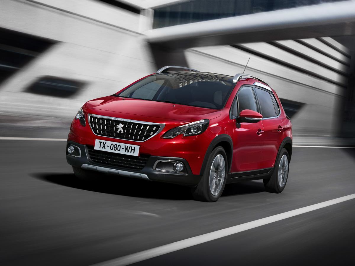 Peugeot 2008  Peugeot 2008 w nowym wydaniu to m.in. zmodernizowana karoseria oraz dodatkowe gadżety. Jego ceny startują od 55 300 zł za auto z silnikiem 1.2 PureTech 82 KM.   Fot. Peugeot