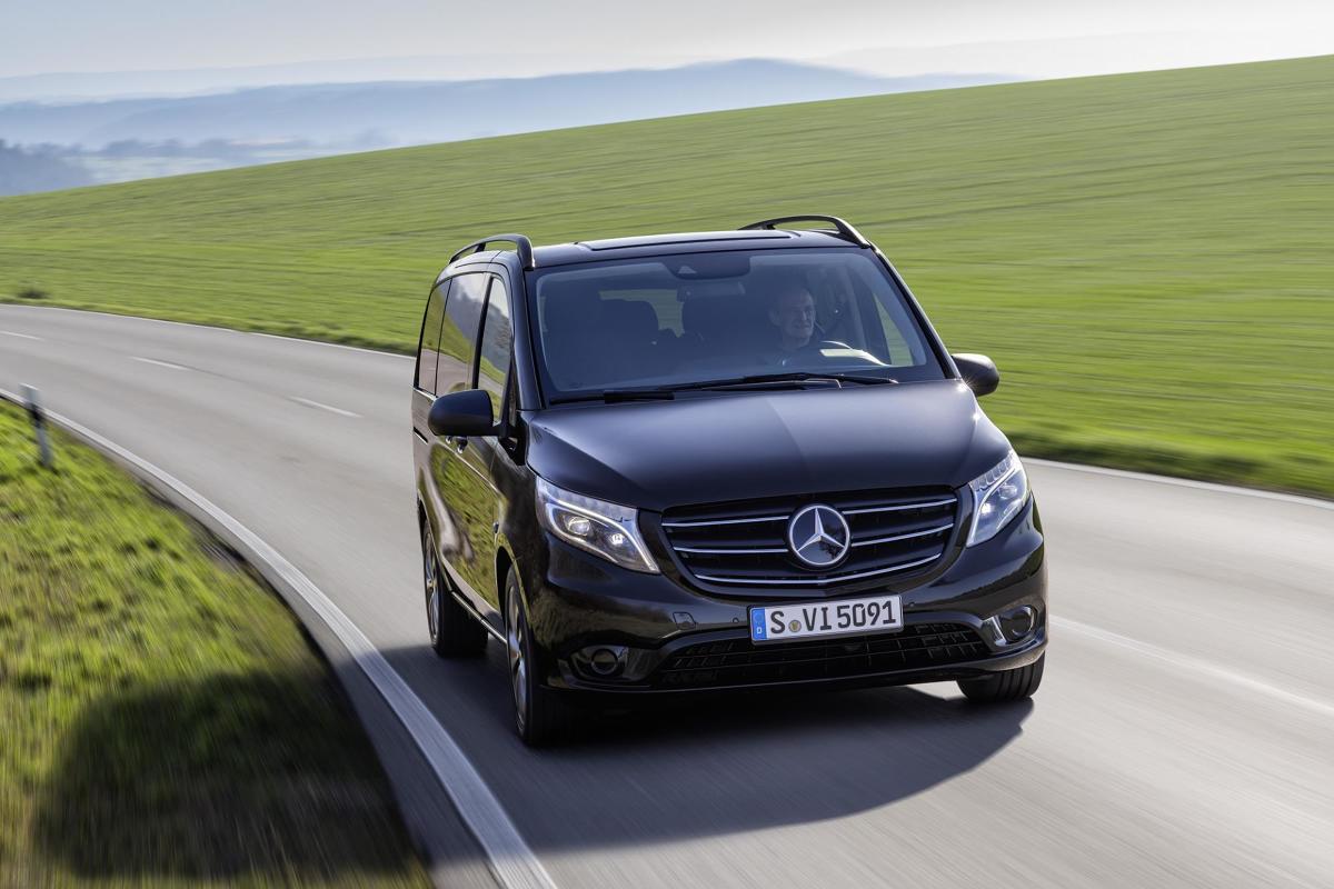 Zmodernizowanego Mercedesa Vito można rozpoznać po zmienionej osłonie chłodnicy. Projektanci odświeżyli również wnętrze. Fot. Daimler