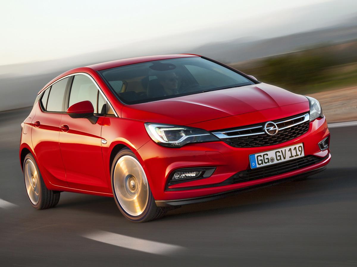 Astra jest jednym z 7 finalistów w walce o tytuł Car of The Year 2016. W całej Europie zebrano już ponad 65 000 zamówień na ten model, mimo że na większości europejskich rynków pojawił się on dopiero w listopadzie / Fot. Opel